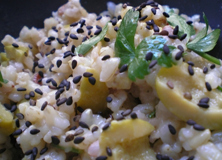 Macrobiótica mediterránea: Arroz integral con olivas y semillas sésamo
